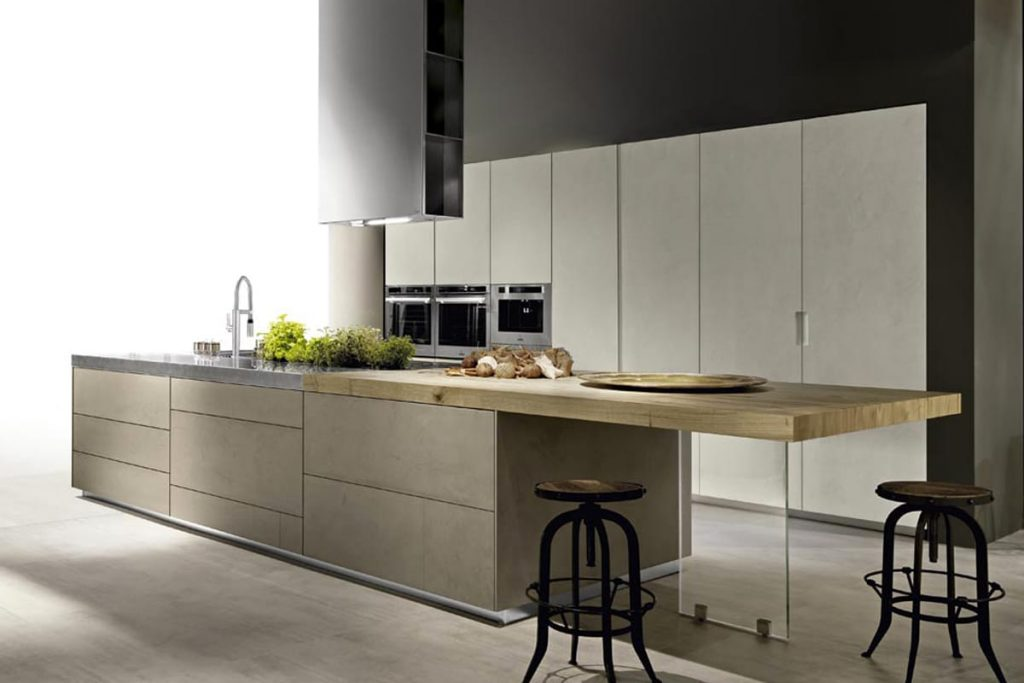 Cucina ad isola in resina di cemento e piano in acciaio ...