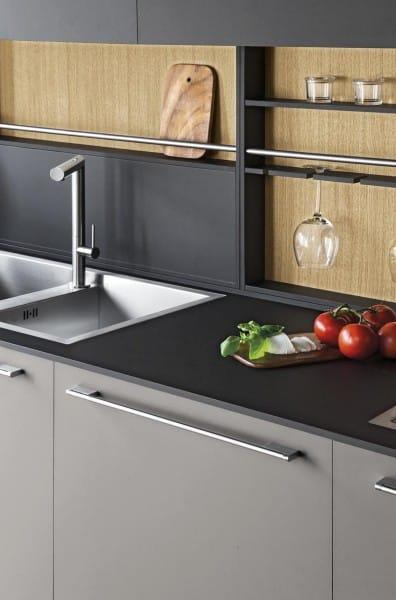 Cucina lineare di design con ante e piano in fenix casastore salerno - Piano cucina laminato ...