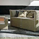 Divano imbottito con rivestimento in tessuto. CasaStore Salerno: Negozio Divani e Poltrone dal design moderno e qualità Made in Italy.