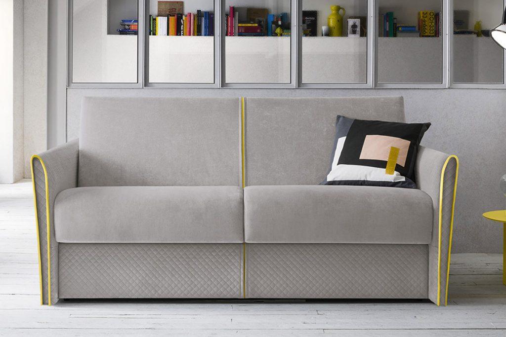 Jolie: divano letto con cuciture a contrasto. Divani Letto Moderni Arredamenti CasaStore Salerno.