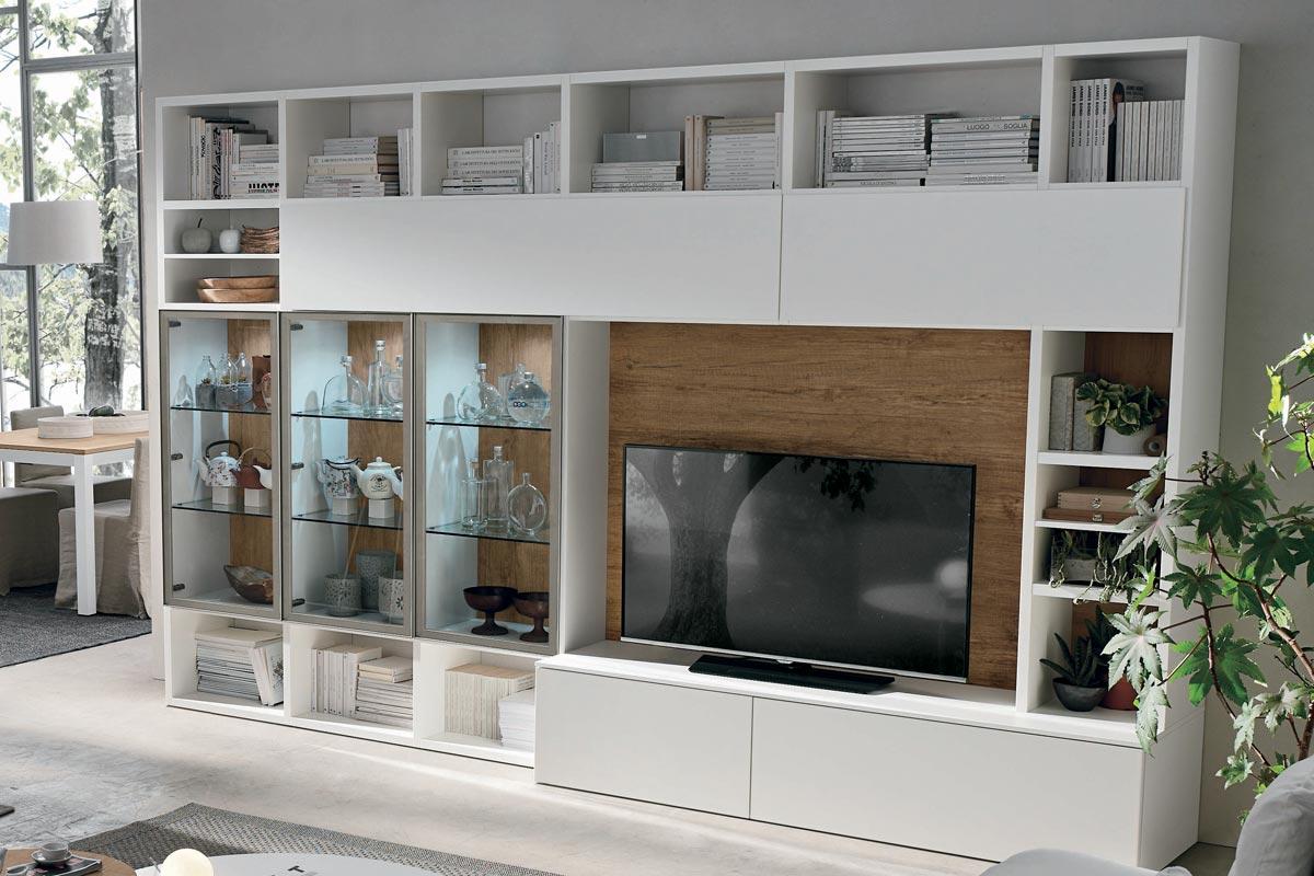 Libreria moderna con vetrine illuminate, base, spalla e ante laccato opaco, schiena in materico nodato. Mobili moderni per il soggiorno CasaStore Salerno.
