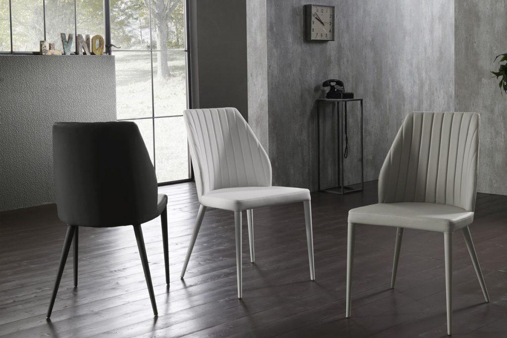 Una Sedia imbottita originale, dalle linee pulite e da un design semplice ed essenziale. Sedie moderne per cucina e sala da pranza, CasaStore Salerno.