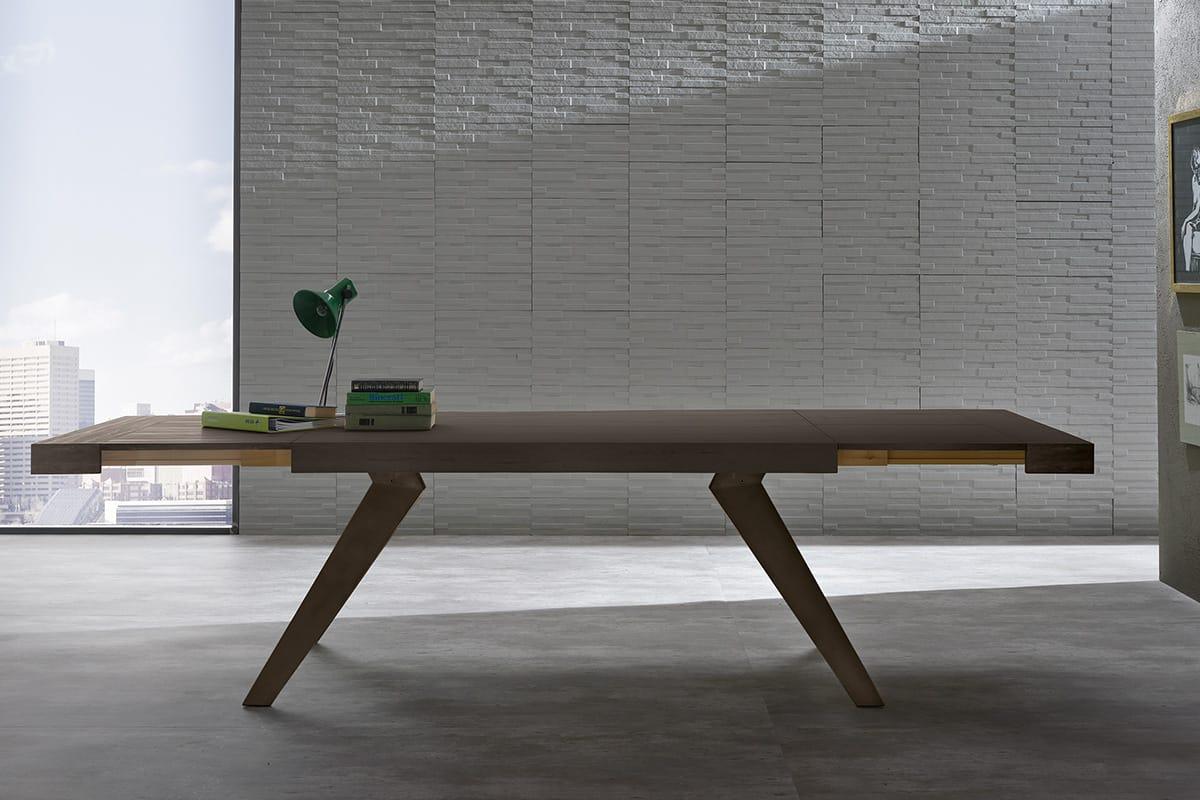 Tavolo allungabile con struttura gambe in metallo e piano effetto legno. Tavoli per Cucine e Soggiorni moderni CasaStore Salerno.