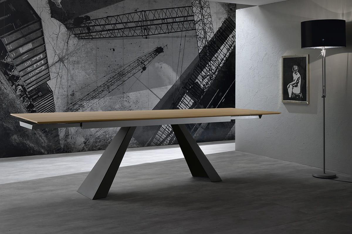 Tavolo allungabile in rovere e gambe in metallo for Tavolo in legno design