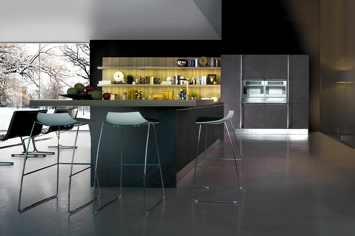Cucina moderna con isola piano snack e boiserie libreria for Programma per comporre cucine