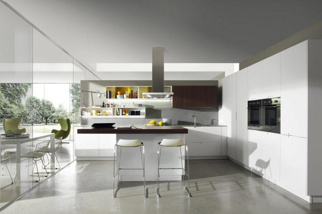 Cucina con penisola e composizione a golfo perfetta per un open space. Arredamento Cucine design moderno Salerno CasaStore.