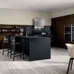 Cucina-compatta-banco-penisola,-piano-snack-e-colonne-CU-ZS-03-CasaStore-Salerno-2