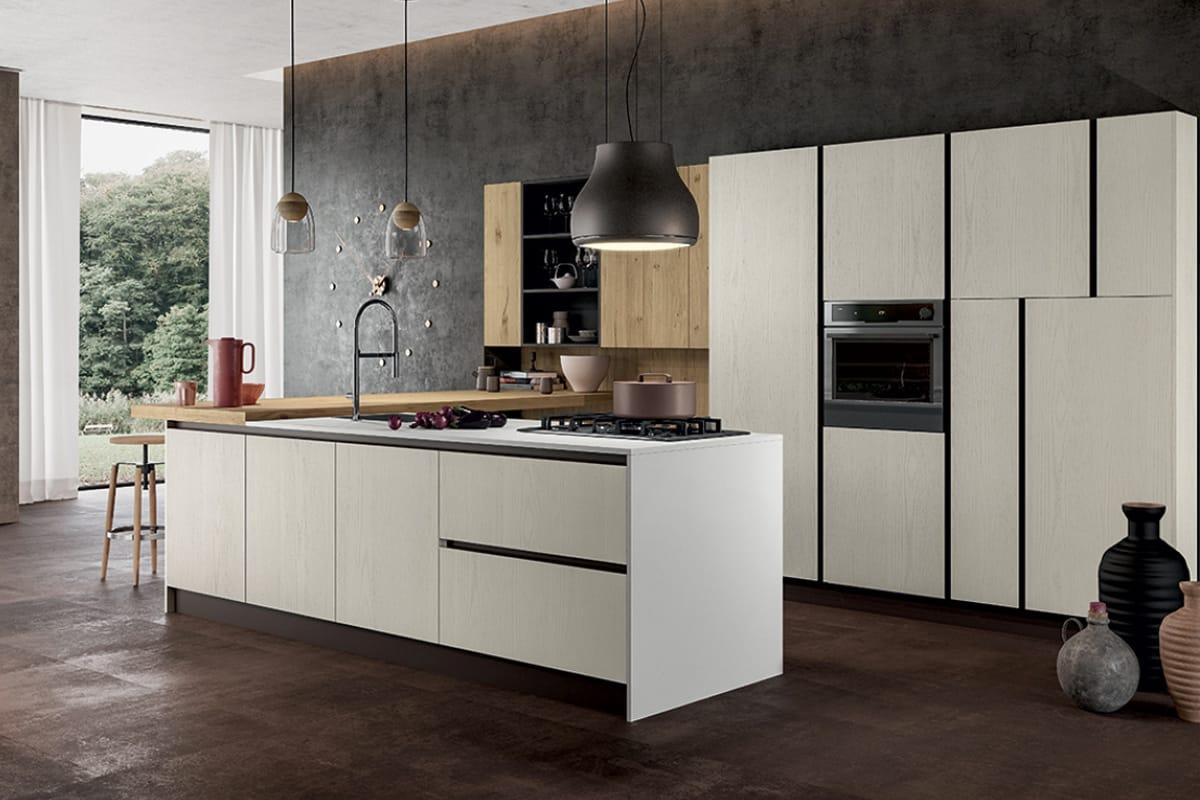 Cucina a golfo in legno ed acciaio con piano snack integrato. Arredamenti e Cucine su Misura a Salerno - CasaStore