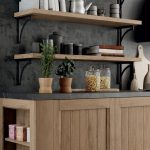 Cucina-Shabby-Chic-con-penisola-e-pensili-vetrina-CasaStore-Salerno-3