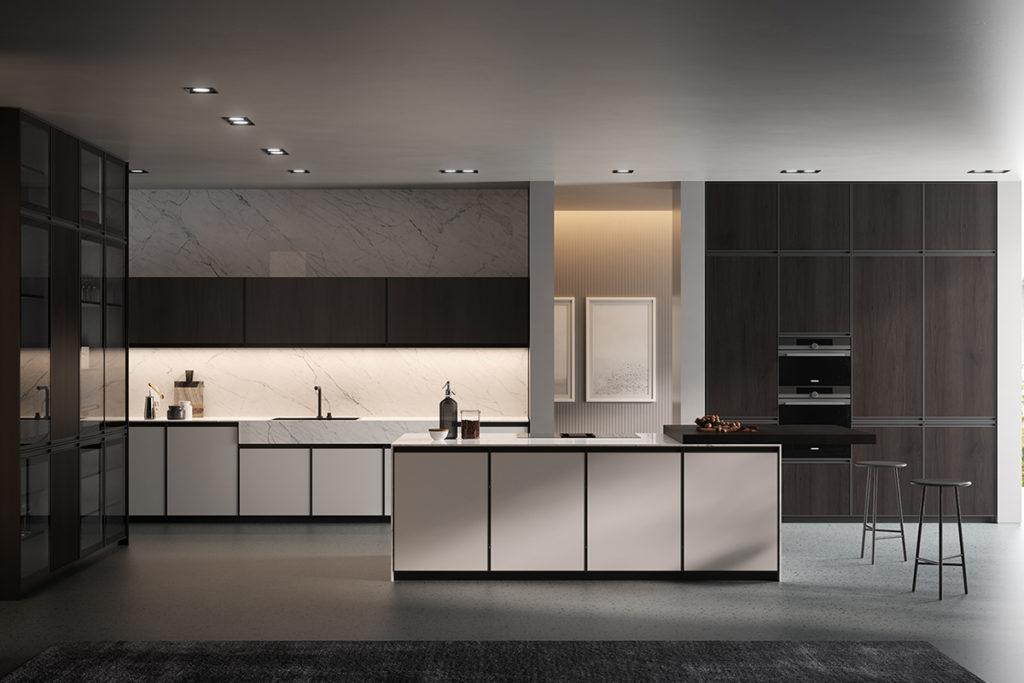 Cucina Kronos 01 composizione con isola centrale effetto marmo bianco e colonne con vetrinetta. Cucine Arredo 3 Salerno - Arredamenti CasaStore