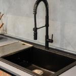 Cucina-con-isola-e-living-coordinato-EOS-Sconto-50%-per-rinnovo-esposizione-CasaStore-Arredamenti-Salerno-12