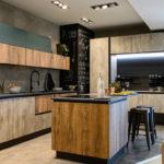 Cucina-con-isola-e-living-coordinato-EOS-Sconto-50%-per-rinnovo-esposizione-CasaStore-Arredamenti-Salerno-4